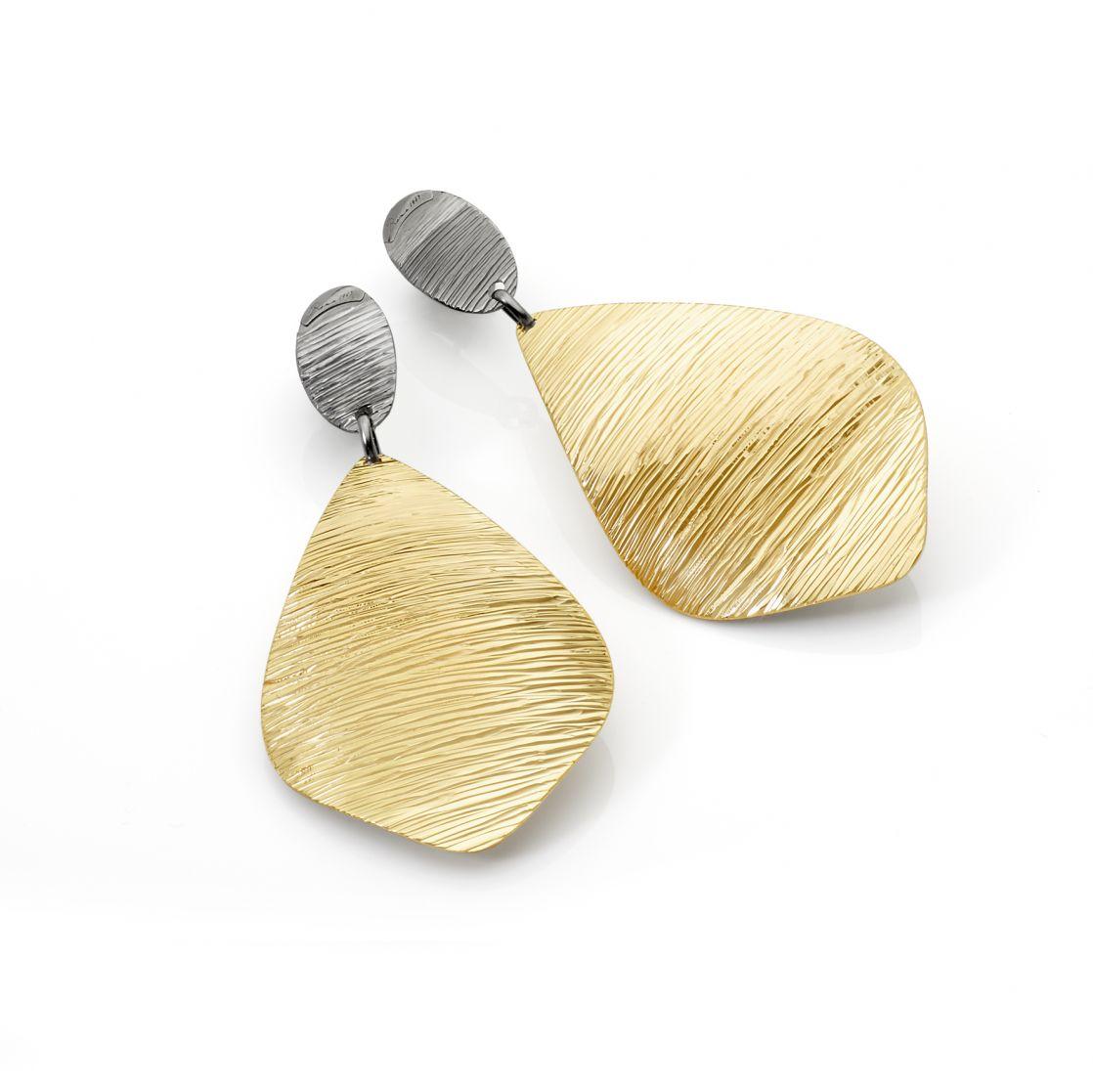 DIAMOND CUT DROP-SHAPED EARRINGS