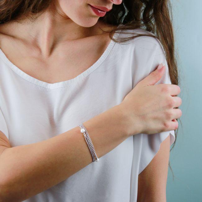 Multirow pearls bracelet
