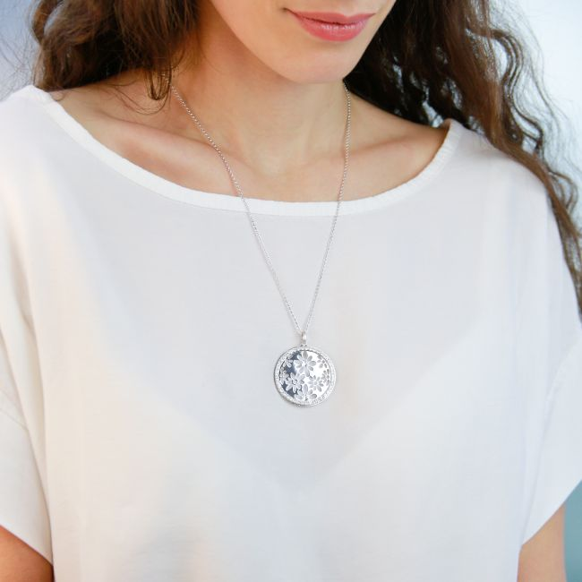 Rhodium necklace with round pendant