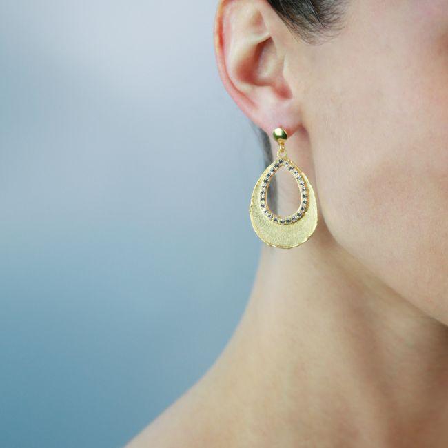 Orecchini pendenti a goccia placcati oro giallo con cristalli bianchi
