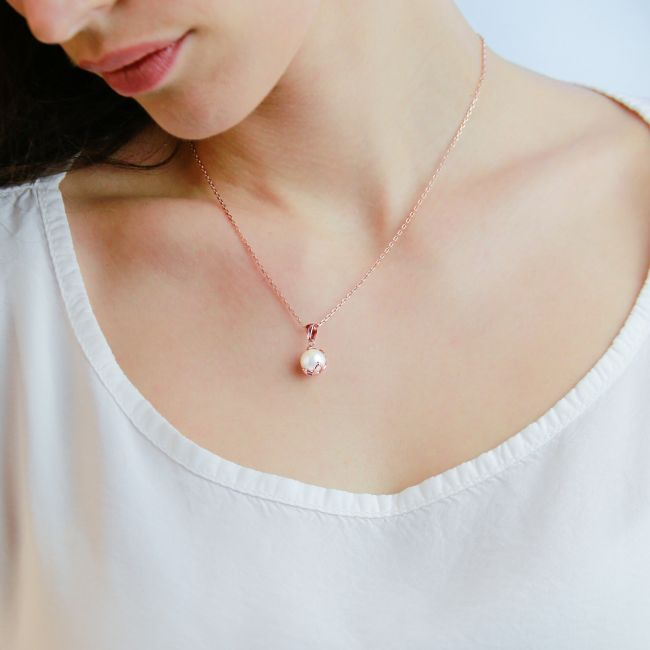 FRESHWATER SOLITAIRE PEARL NECKLACE