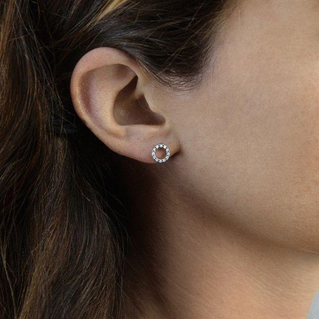 Little circle-shaped earrings