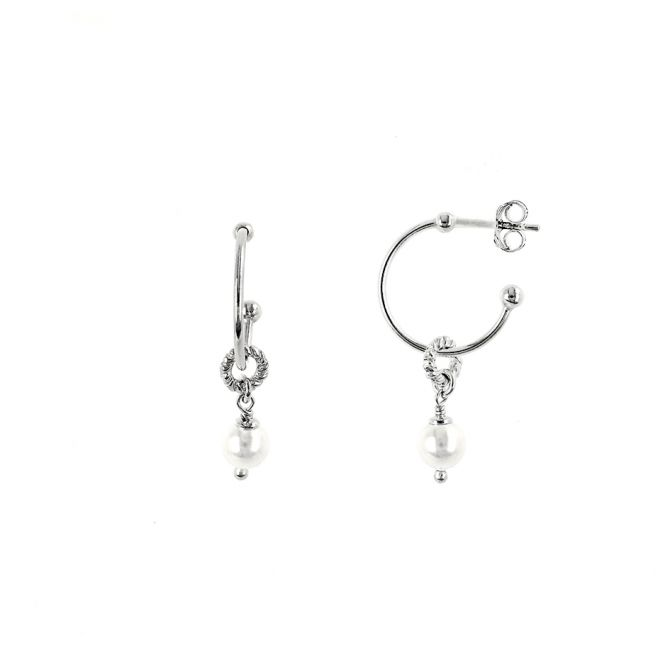 Round earrings with pearl